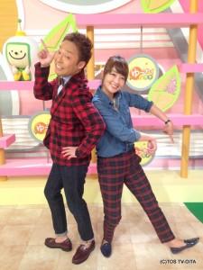 ある日、ゆ~わくメンバーが番組の写真撮影のためにスタジオに集合しました。 すごい!岩崎さんと中華さんの服装がまるでおそろい!! カメラを向けると何の打ち合わせもなくばっちりとポーズを決める姿は、まるで漫才コンビのようでした☆