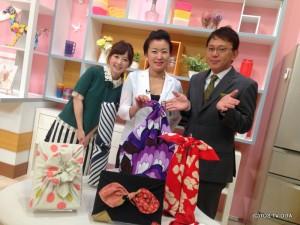 きょうのゲストは フロシキスタイル主宰の小山田 千鶴さんです。 風呂敷の魅力をたくさん教えていただきました! 一枚でいろいろな包み方ができるんですね♪ 風呂敷ってすごい!!