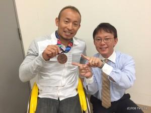 アジアパラ競技大会のトラック競技800mにて、廣道さんが銅メダルを獲得されました!さすがです!! ずっしりと重みのあるメダルが輝いています☆