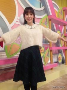 田中愛佳アナウンサー 衣装協力:GRAPEFRUIT MOON(大分フォーラス3階) 【コーディネートのポイント☆】 パフスリーブのふわふわニットに、流行の付け襟をプラス! 首まわりがぐっと華やかになりますよ♪