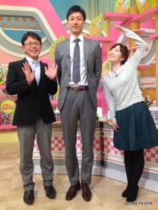 きょうのゲストは、Vチャレンジリーグ大分三好ヴァイセアドラーの小川貴史監督。 長崎県出身で、身長は193cm!! 3人並んだ時の身長差がありすぎて、小川監督が一言。 「なんだかトリックアートみたいですねぇ!」