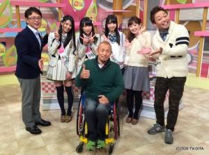 TOS45周年の広報大使であるAKB48から、倉持明日香さん、川本紗矢さん。そして、HKT48から松岡菜摘さんが来てくれました! 可愛い3人に囲まれて、ニヤニヤの止まらない廣道さんでした♪(笑)