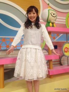 田中愛佳アナウンサー 衣装協力:LUCA(パークプレイス大分 ガーデンウォーク1階) 【コーディネートのポイント☆】 シルバーとホワイトの切り替えニットは、とても爽やかな印象を与えてくれます。 スカートの裾の広がりとレースのデザインとのバランスがとても上品で、素敵です!
