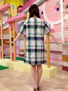 お天気 幸 綾音キャスター 衣装協力:Rccat(ゆめタウン別府2F) 【コーディネートのポイント♪】 緑のチェックがとてもかわいいワンピース。袖にタックがあったり、背中にはボタンがあったりと、細かいところまでこだわりが感じられます。麻が程よく織り込まれているので、着心地も抜群です!