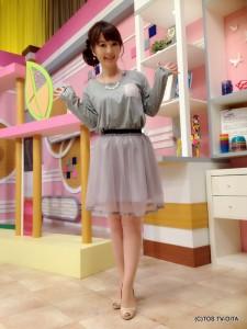 田中愛佳アナウンサー 衣装協力:E hyphen world gallery(トキハわさだタウン2階) 【コーディネートのポイント☆】 グレーのロングTシャツは、異素材でできた胸ポケットがポイント!このポケットがあるだけでぐんと可愛さがアップします♪ チュールスカートもグレーをあわせて、ことし流行のワントーンコーデのできあがりです!