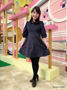 田中愛佳アナウンサー 衣装協力:titty&co.(大分フォーラス2階) 【コーディネートのポイント☆】 くるみボタンを前にあしらったチェック模様のワンピース。 デコルテをきれいにみせるVネック、ウエストに縦の切り替えラインなど、女性らしいラインを演出するつくりできれいに着こなすことができます。
