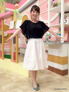 田中愛佳アナウンサー 衣装協力:E hyphen world gallery(トキハわさだタウン2階) 【コーディネートのポイント♪】 端正なプリーツデザインの袖が印象的なトップスに、張りのあるふんわりしたスカートを合わせました。 モノトーンで、品よく着こなせます!