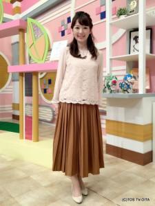田中愛佳アナウンサー 衣装協力:Honeys(大分フォーラス3階) 【コーディネートのポイント☆】 レース×ジョーゼットの美人度高まるプルオーバー。 裾のスカラップデザインもおしゃれです! 秋かカラーのプリーツスカートとのコーディネートで上品にまとめました。