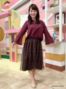 田中愛佳アナウンサー 衣装協力:E hyphen world gallery(トキハわさだタウン2階) 【コーディネートのポイント☆】 柔らかい手触りの起毛フレアスリーブプルオーバーは、袖口の広がりがとてもエレガント! 流行中のレオパード柄も、チュールスカートなら履きやすいですね!上品で可愛く仕上がります。 ちなみに、このスカートはリバーシブルなので、気分によって雰囲気を変えられますよ♪
