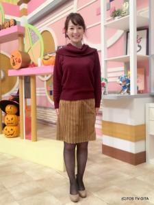 田中愛佳アナウンサー 衣装協力:E hyphen world gallery(トキハわさだタウン2階) 【コーディネートのポイント☆】 ランダムなコール天生地で作られたタイトスカートは、冬らしいモコモコ素材でありながらスッキリとした着こなしができる優秀スカート。 バーガンディーカラーのオフショルダーニットと合わせて、あたたかみを感じるコーディネートです♪