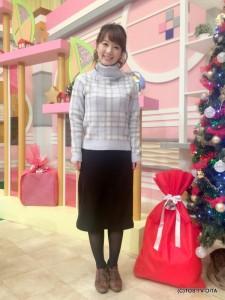 田中愛佳アナウンサー 衣装協力:Honeys(大分フォーラス3階) 【コーディネートのポイント☆】 きょうの衣装は、冬の定番オフタートルニット。淡いカラー&チェック柄がとても上品なフェミニンさをプラスしてくれます。 黒のタイトスカートと合わせることで、より大人っぽくキレイめな着こなしが完成しました!