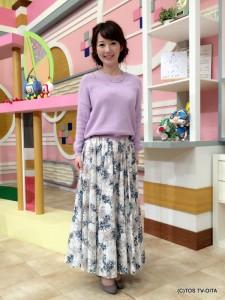 田中愛佳アナウンサー 衣装協力:Pate * bloom garden(ゆめタウン別府2F) 【コーディネートのポイント☆】 ラベンダー色の薄手ニットは肩の部分はゆったりと、袖はピッタリとしているので女性らしい形です。 花柄のスカートは、ロング丈なので今の時期からも取り入れやすく一枚でぐんと華やかになるのでおすすめです!