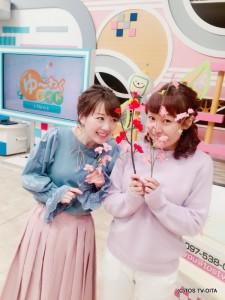 寒いですが、衣装はすっかり春めいてきました♪ スタジオにあった梅と桜の造花で、より春らしい写真に!?(笑)